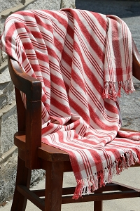 NLT002 RED & WHITE THROW